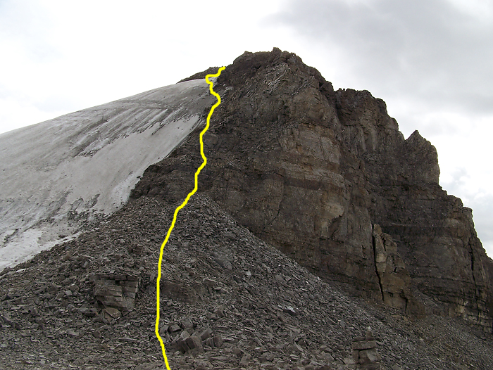 The uppermost ascent route touches briefly on a very icy glacier - ice axe mandatory