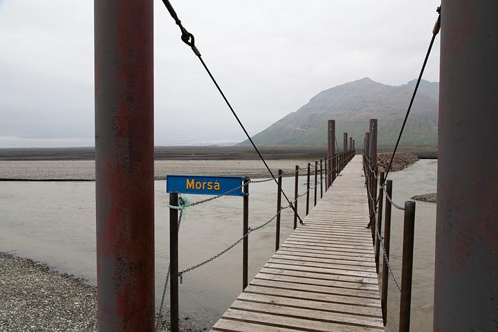 Utilitarian bridge crossing the Morsá