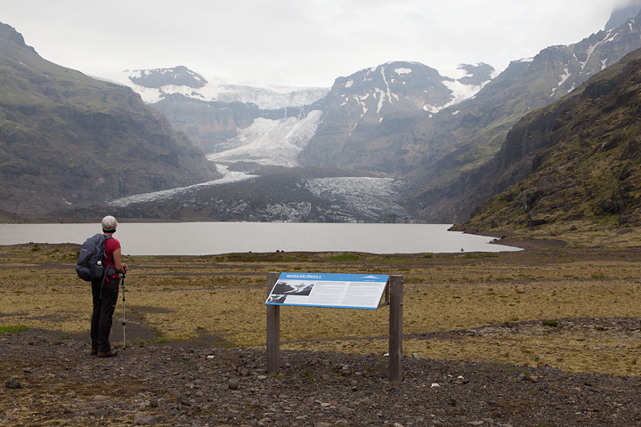 Signpost explaining the rock avalanche that coated the tongue of the glacier in 2007