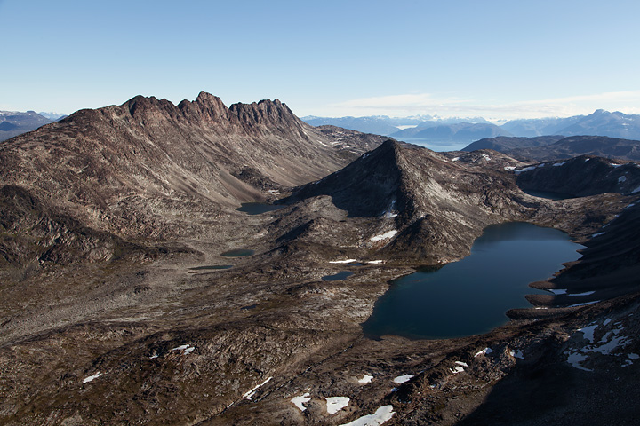 An impressive view of Redekammen (left) and the plateau at its base from the summit