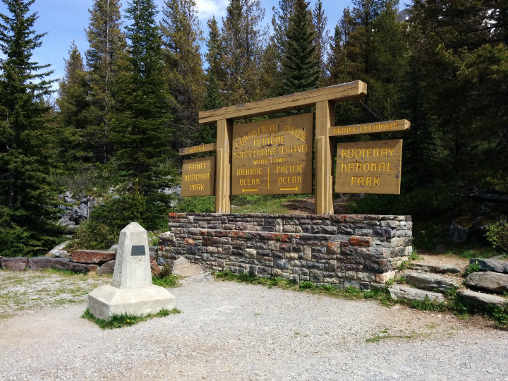 Monument marking the Alberta / British Columbia border in the parking lot